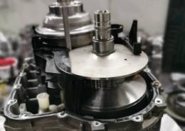 Końcowy etap regeneracji skrzyni 01j multitronik montaż 2 obudowy i sterownika hydraulicznego